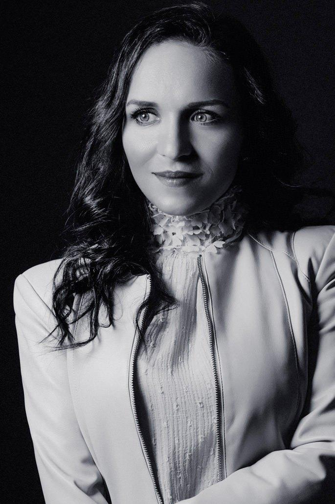 Portraitfotos von Künstlerin Mariella Milana aufgenommen von typischfotograf